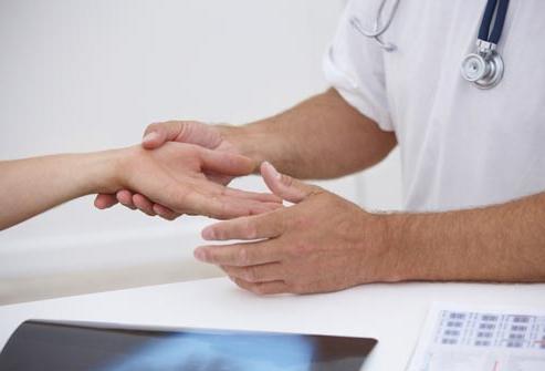 Онемение большого пальца правой руки