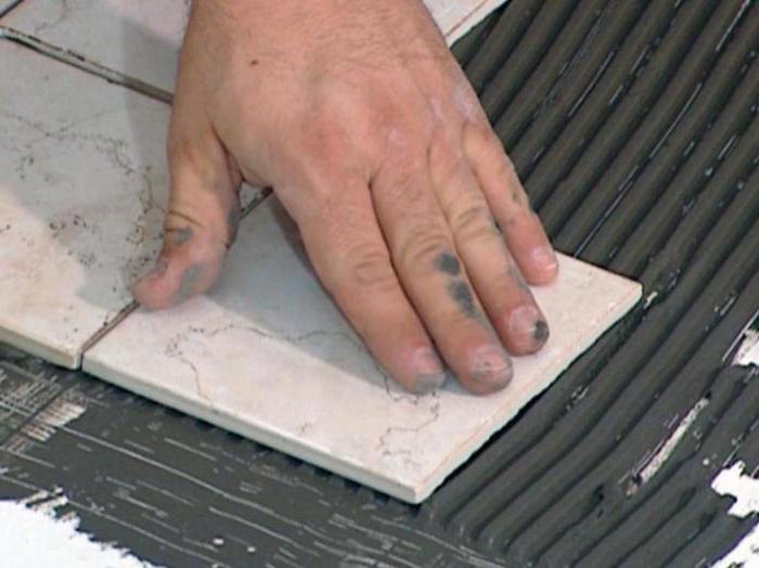 можно ли клеить плитку на гипсовую штукатурку