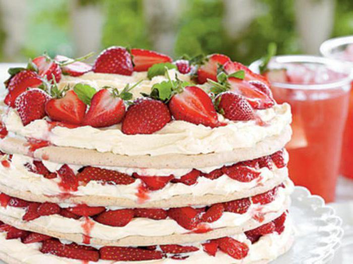сколько калорий в торте бисквитном