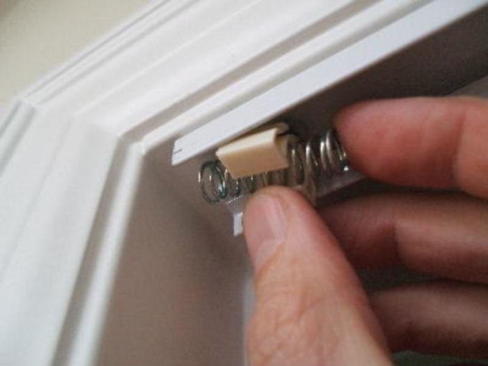 установка межкомнатных дверей гармошка