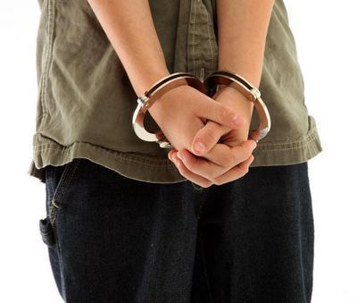 при назначении наказания несовершеннолетнему учитываются