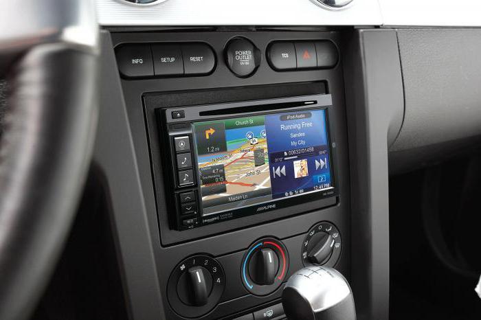 автомагнитола с выдвижным экраном и навигатором
