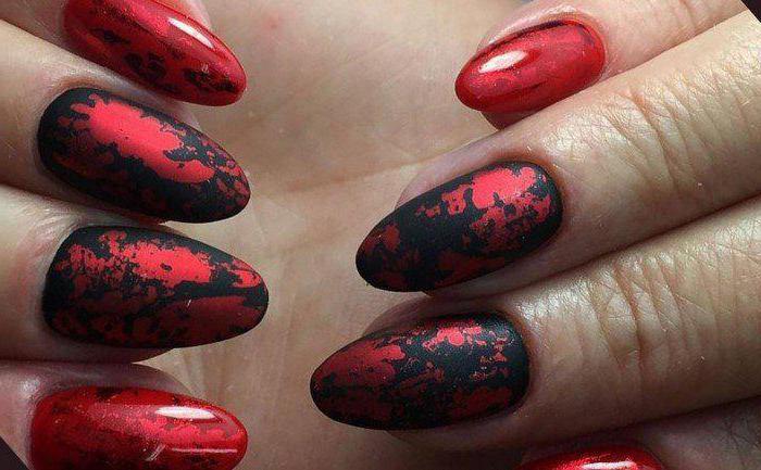 маникюр на ногтях красным цветом
