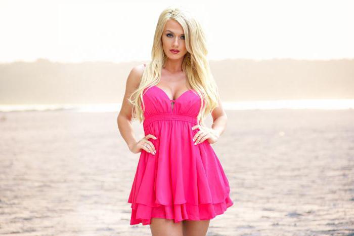 макияж под розовое платье для блондинок