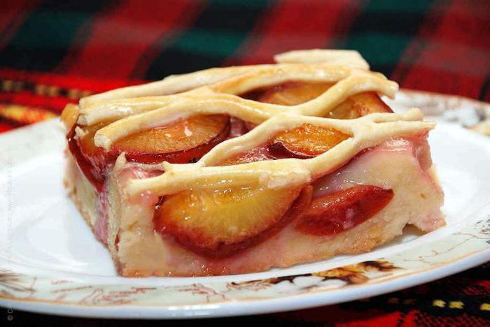 пирог с алычой