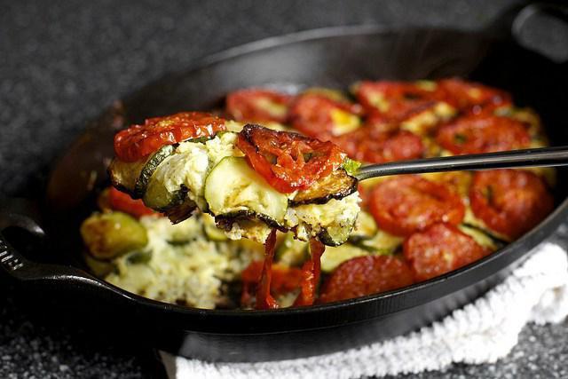 кабачки с яйцами и помидорами рецепт