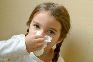 ребенок чихает и сопли чем лечить