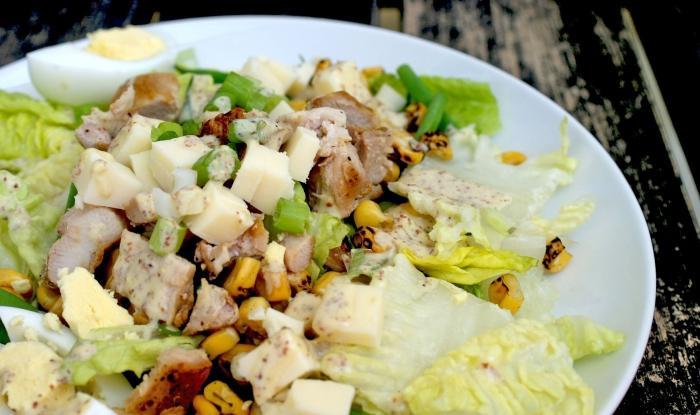Салат с капустой с колбасой и сухариками рецепт с
