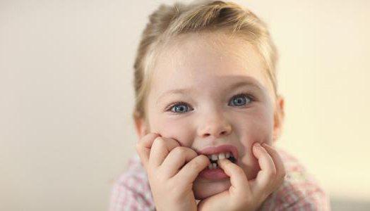 Ребенку 2 года запах изо рта причины