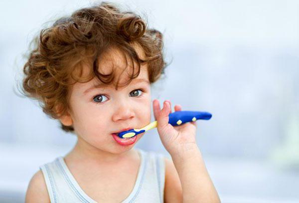 Ребенку 2 года запах изо рта Комаровский