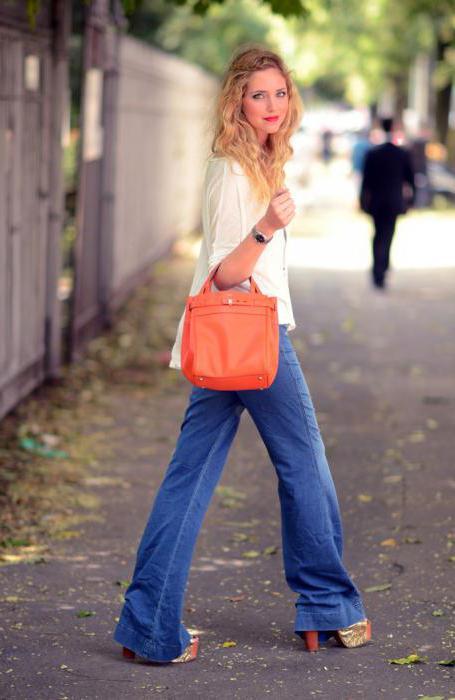 расклешенные джинсы женские