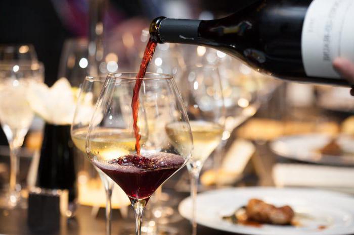 Вино столовое полусладкое