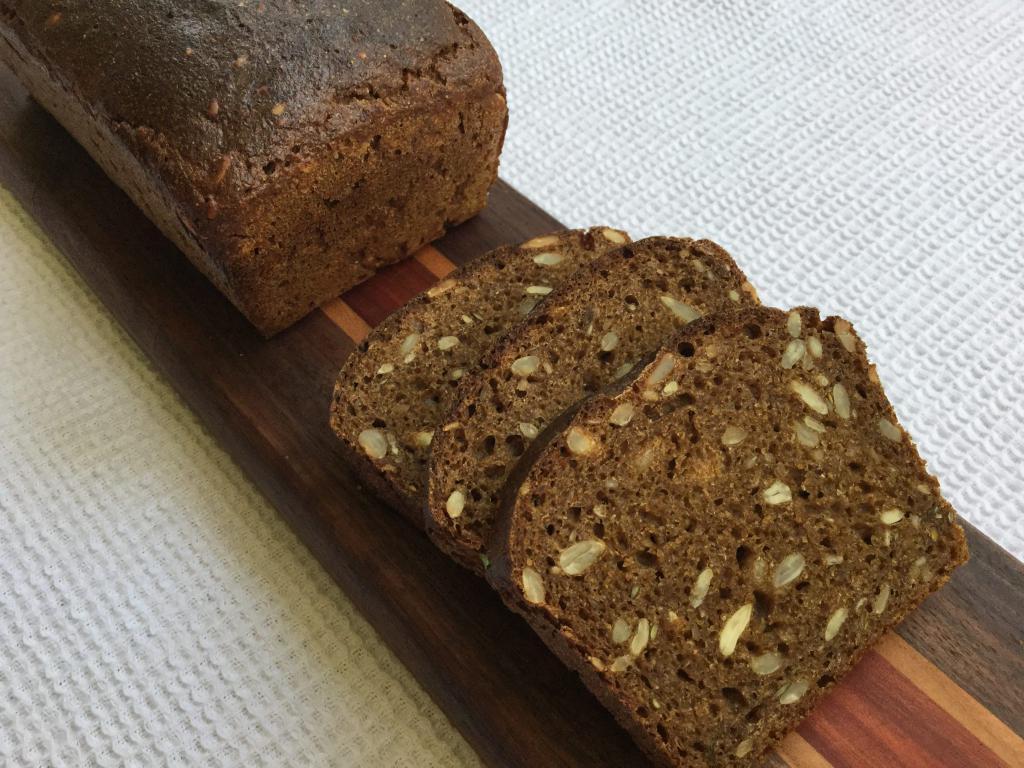 Ржаной хлеб с семенами подсолнечника