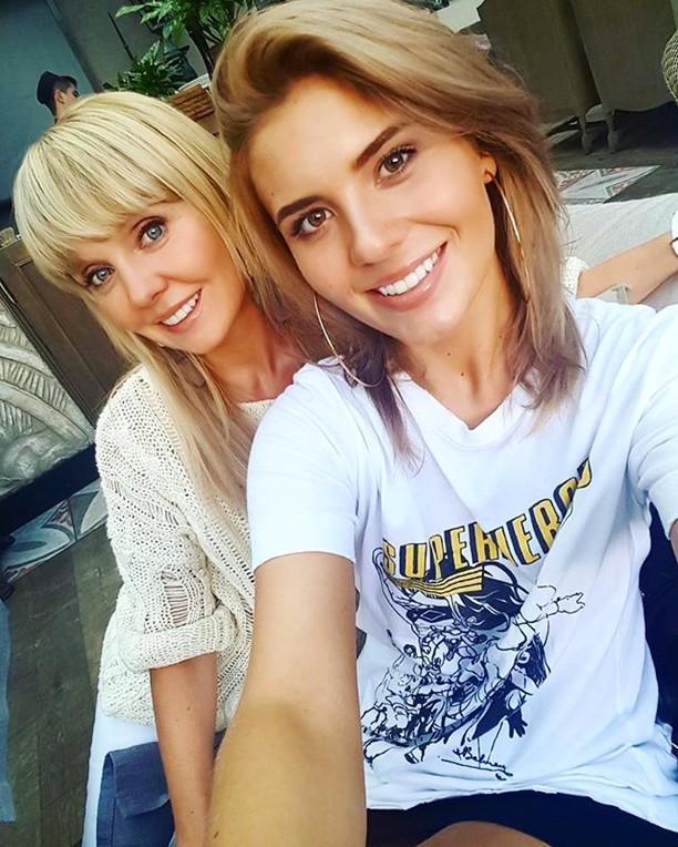 Анна Шульгина с мамой