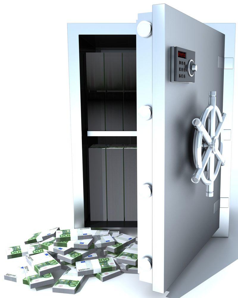 раскрытый сейф и деньги