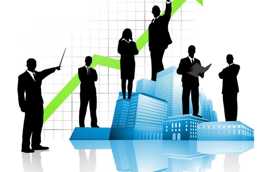 силуэты менеджеров, планирующих рост объемов продаж