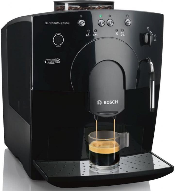 Кофемашина делает кофе