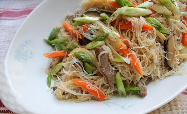 рецепт салата из фунчозы с мясом и овощами
