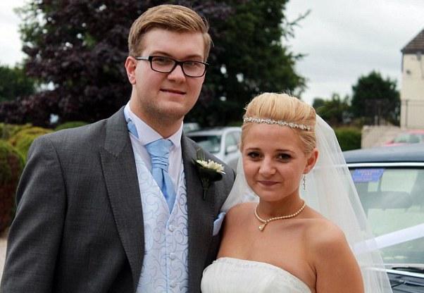 молодая девушка вышла замуж