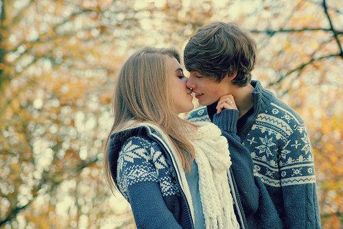 Девушка первая поцеловала парня