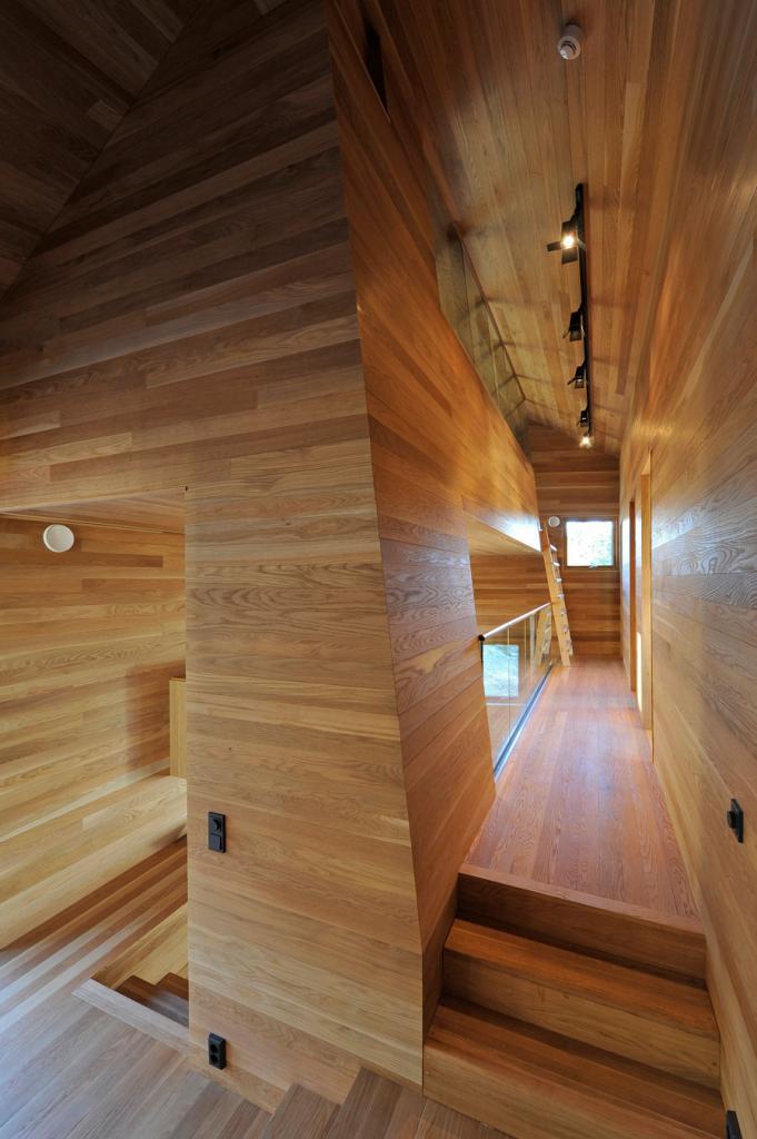 свет в прихожей деревянного дома