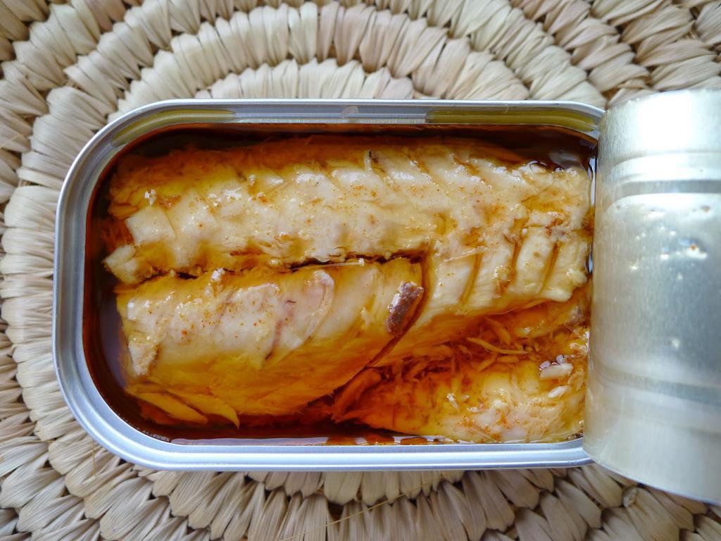 салат с консервированной скумбрией рецепт