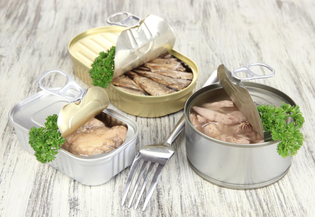 вкусный салат из скумбрии консервированной