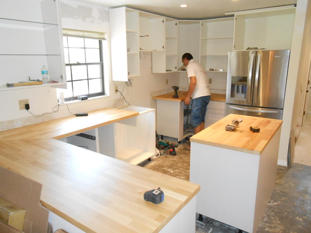установка нижней секции кухни
