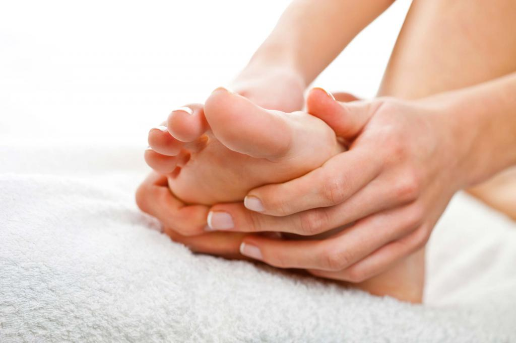 почему мерзнут ноги и потеют