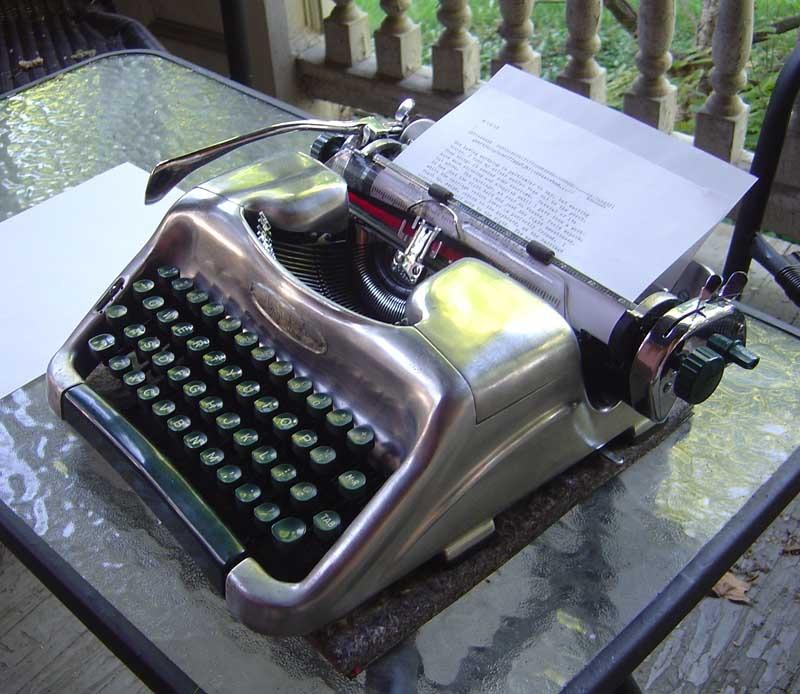 Пишущая машинка как символ писательства