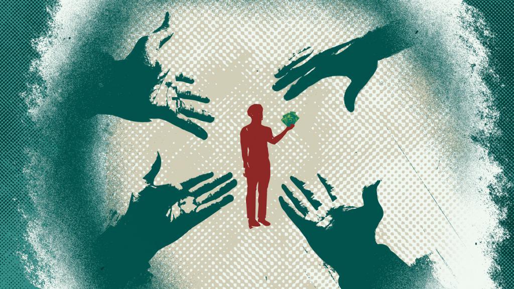 Руки тянутся к человеку с деньгами