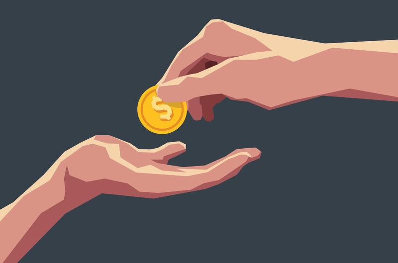 Одна рука передает другой монетку с знаком доллара