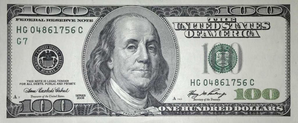 100 американских долларов