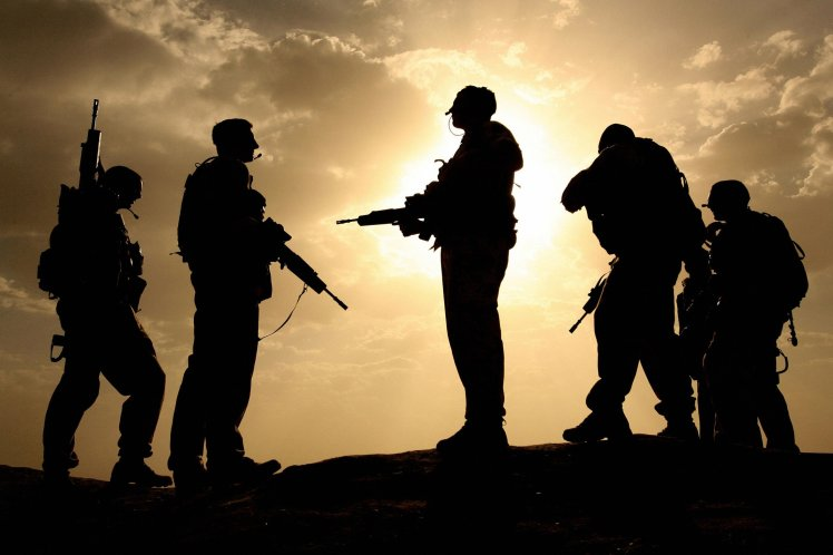 солдаты в дозоре