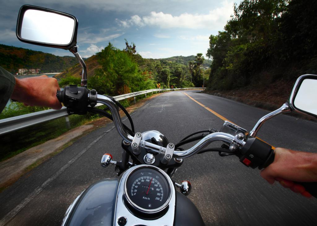 В процессе езды на мотоцикле
