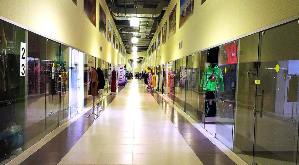 Магазины в ТЦ Лужайка