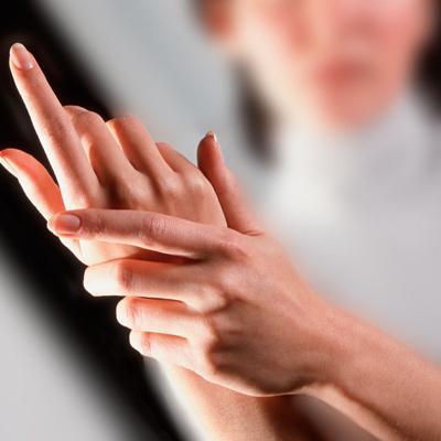 немеют пальцы правой руки причины