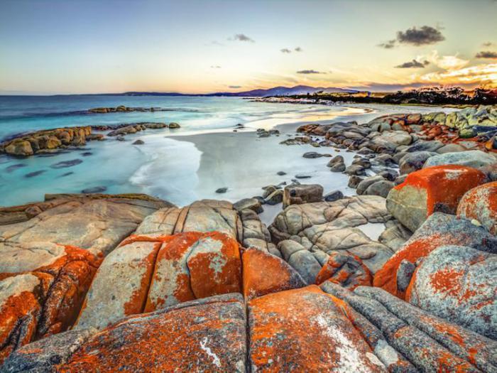 красные камни австралийского залива