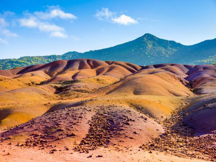 разноцветные песчаные дюны