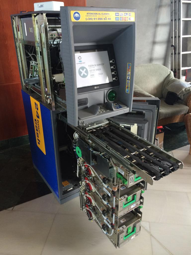 банкомат снять фото