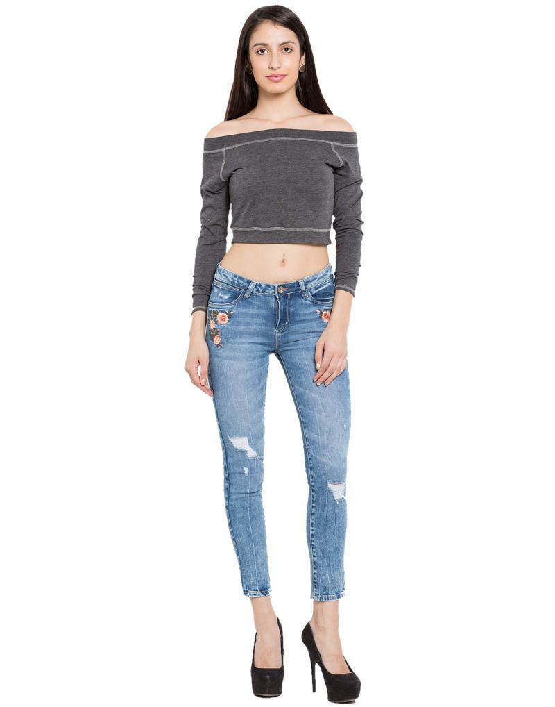 слим фит джинсы на девушке