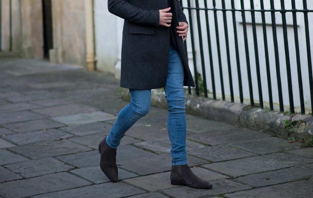 Обтягивающие джинсы с пальто