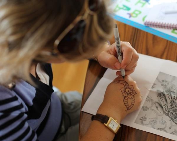 как сделать самой временную татуировку