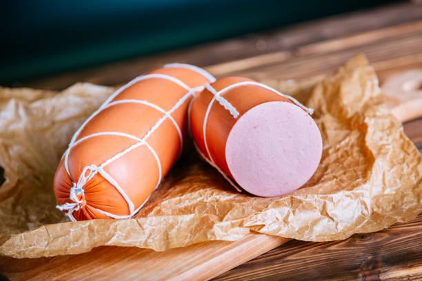 Вареная колбаса на бумаге