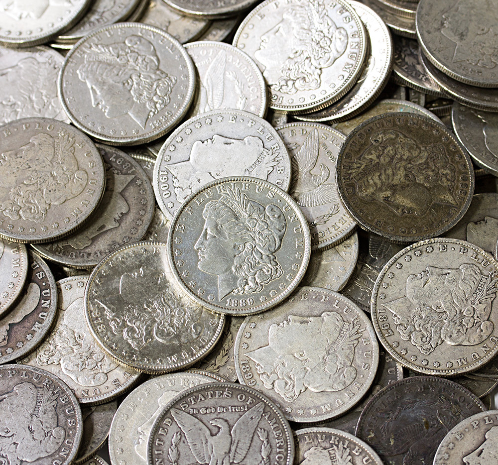 много монет