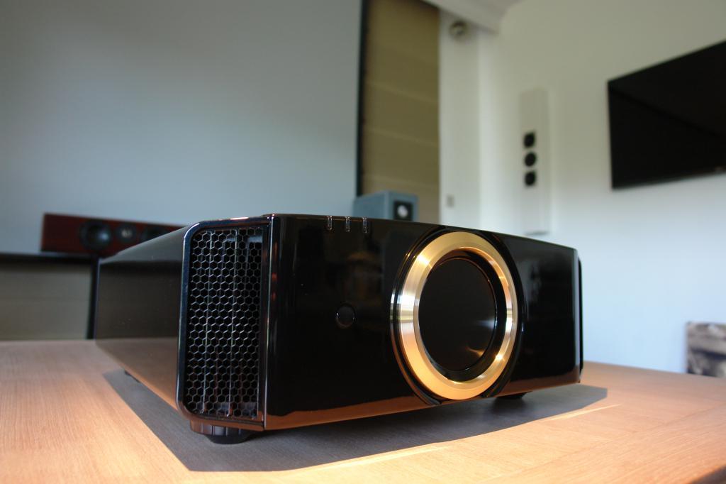 Модель JVC DLA-RS520