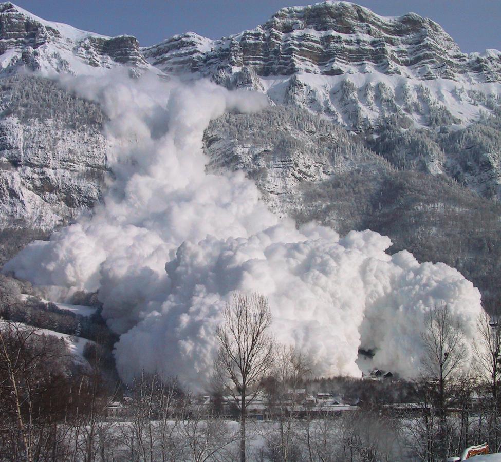 Фотограф запечатлел сход лавины