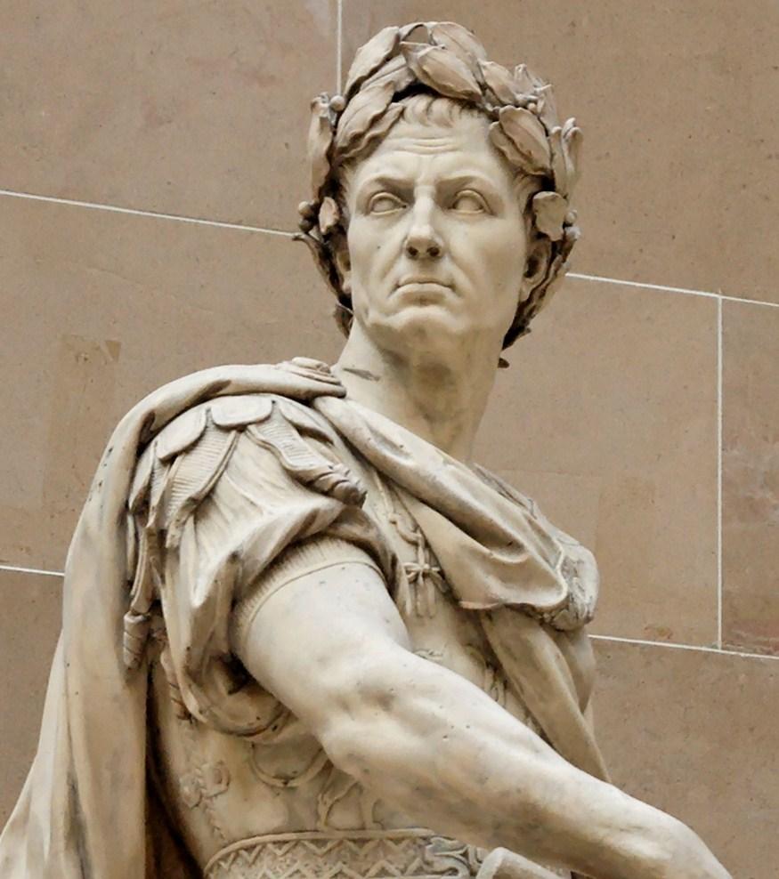 Скульптурное изображение Цезаря в лавровом венке