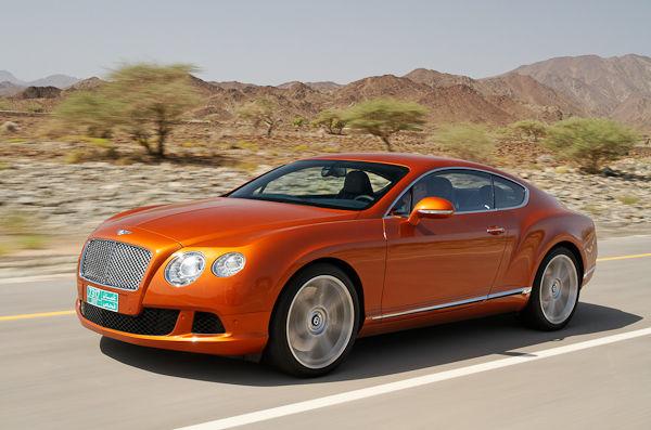 оранжевый цвет машины