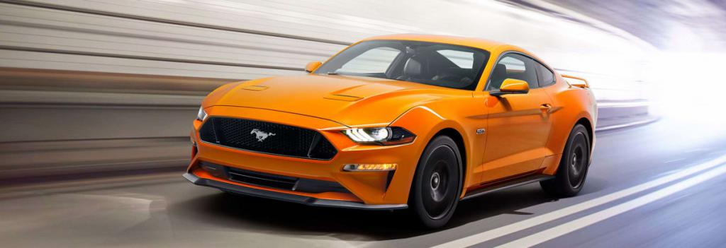 оранжевая гоночная машина